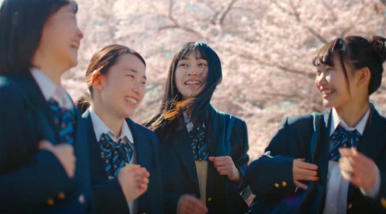 日本治愈少女广告《动物森友会》
